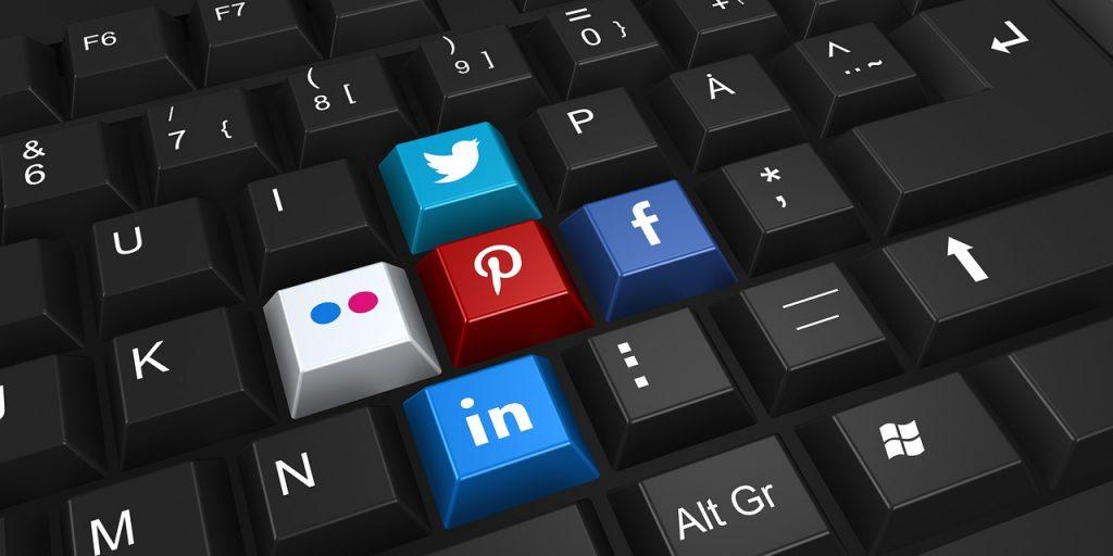 Médias sociaux et réseaux sociaux, quelle est la différence?